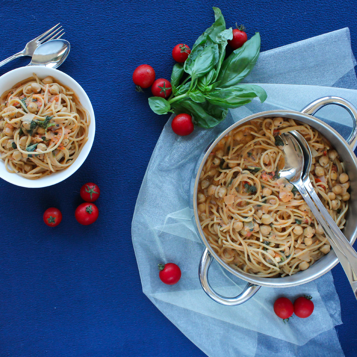 Creamy One-pot Spaghetti with Chickpeas and Basil