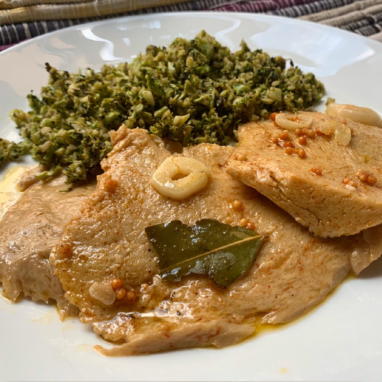 Seitan Bifana-Steaks with Broccoli Migas