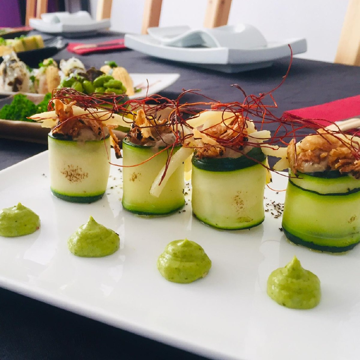 """Courgette rolls with spicy jackfruit (""""tuna"""" paste type) by Legumi Sushi"""
