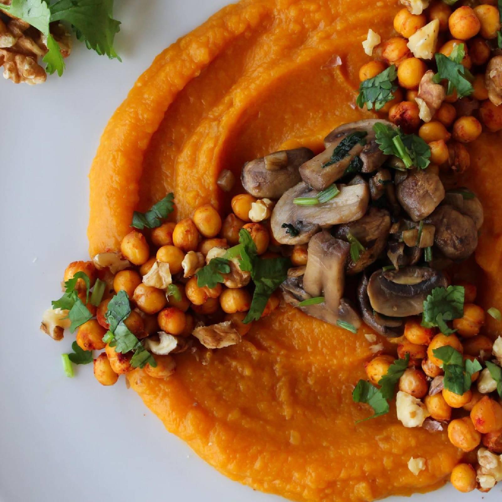 Pumpkin puree, crispy chickpeas & mushrooms